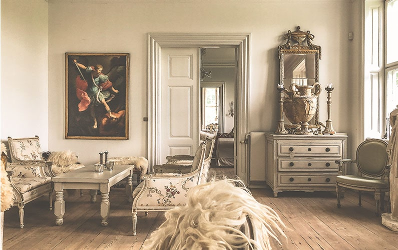 How to Decorate a Traditional Style Home