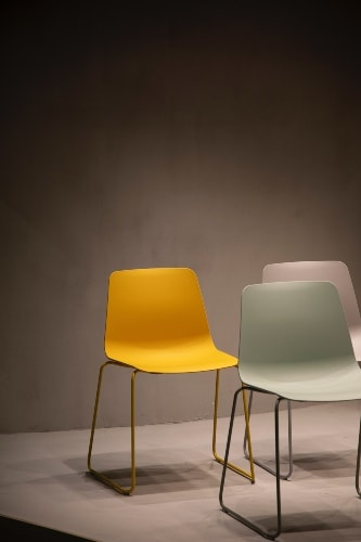 Colorful chairs for Mid Century Modern Kitchens