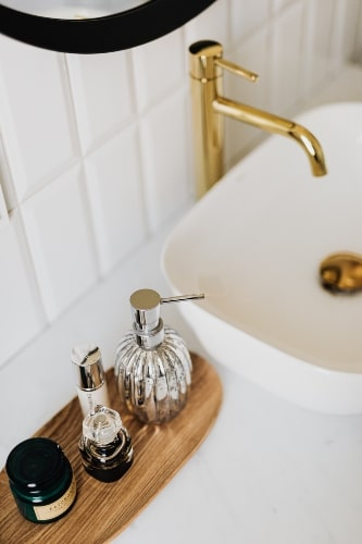 mixing metal finishes in bathroom
