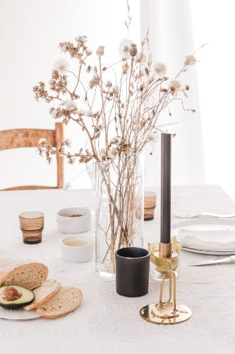 decorate dining table with accessories
